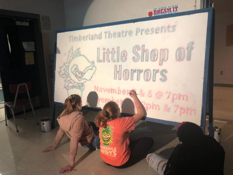 Cast+Members+creating+a+sign+for+%22Little+Shop+of+Horrors%22